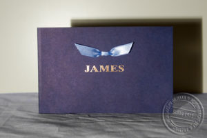 Oudhollands kaartje, diapositief blauw, naam in koperfolie en een vlinderstrikje